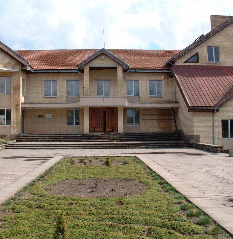Kernavės seniūnijos ir muziejaus pastatas 2004 m.