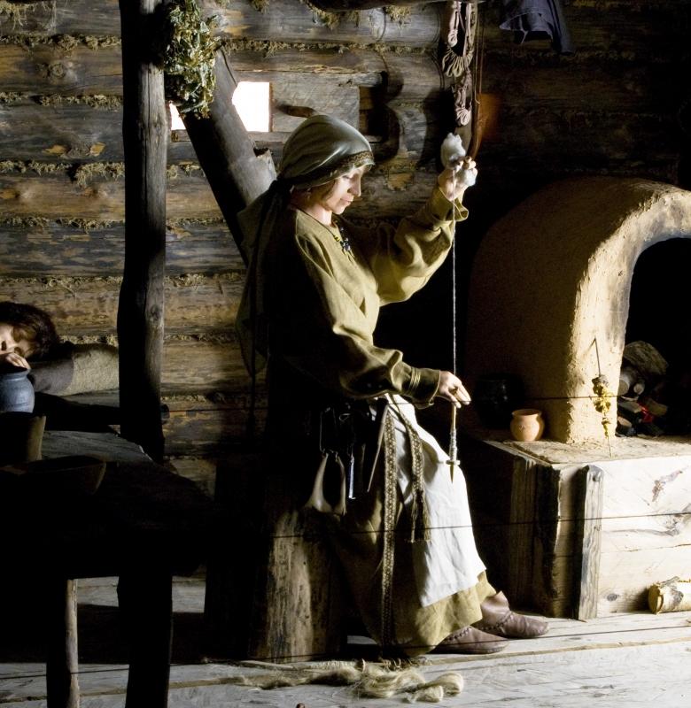 Pasitinkant 2000 metus, Kernavės ekspozicijoje atidarytas viduramžių gyvenamojo namo fragmentas